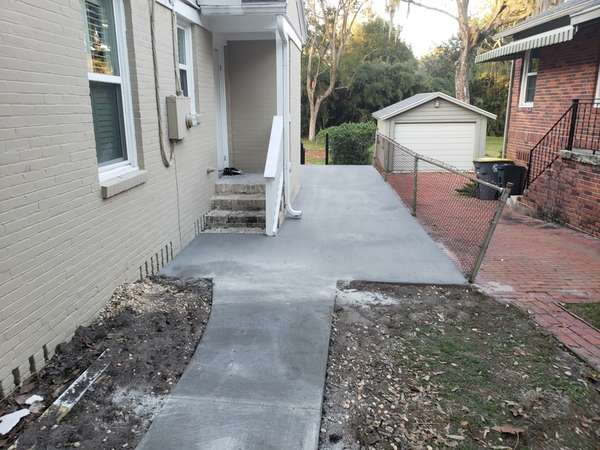 Before & After Concrete Sidewalk in Jacksonville, FL (3)